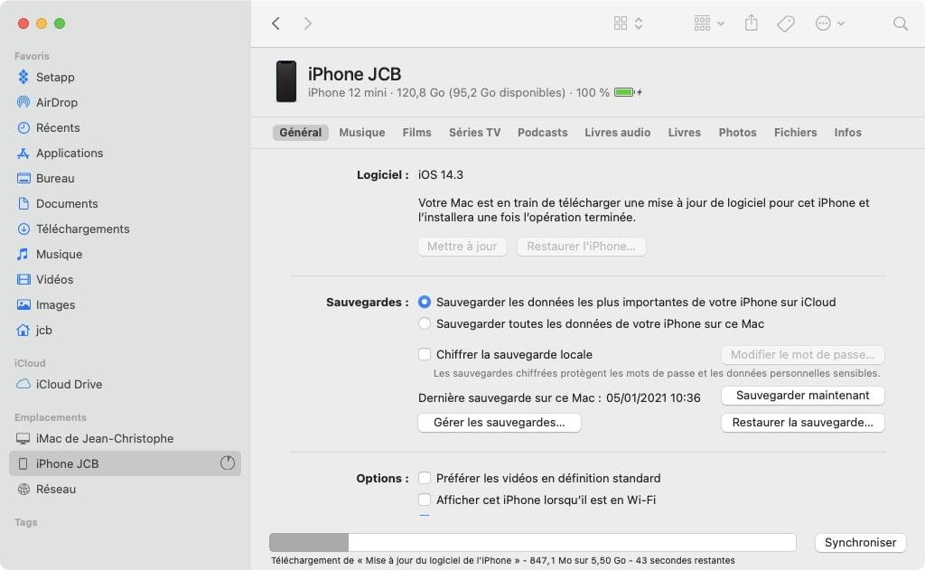 telechargement en cours iOS 14.4 depuis le Finder macOS