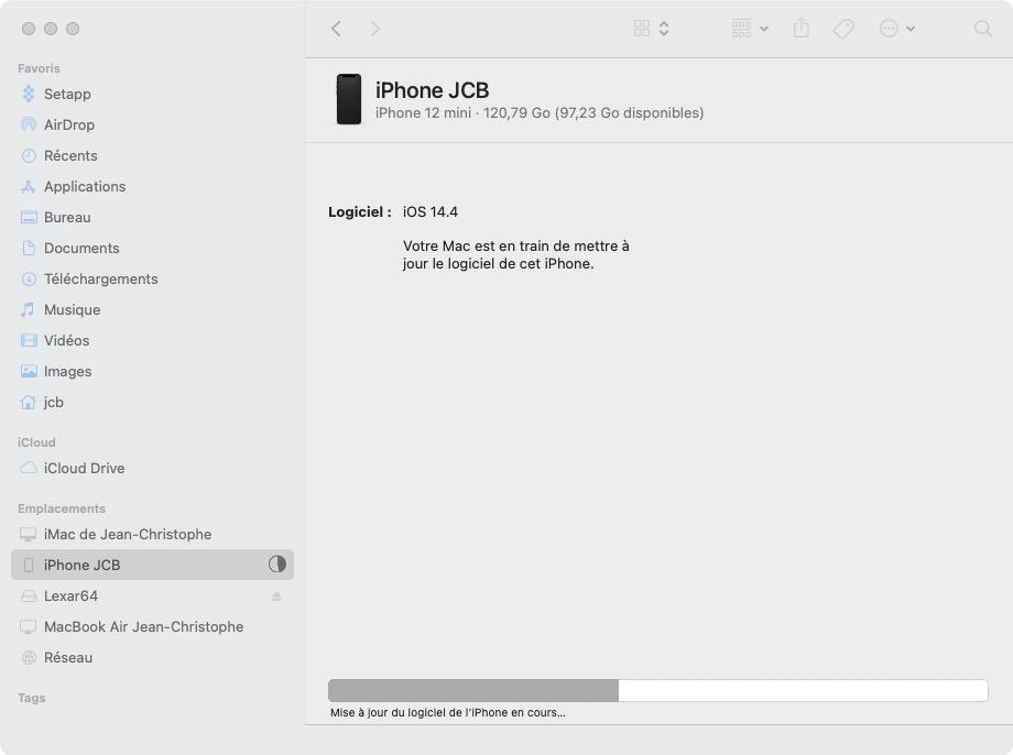 Votre Mac est en train de mettre à jour le logiciel de cet iPhone